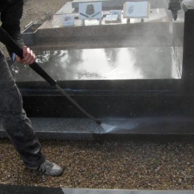 Nettoyage de sépultures